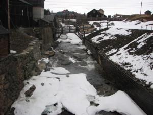 Der er stadig sne på Hyttelva