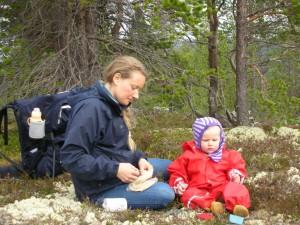 Johanne og Anne-Agnes på vandretur