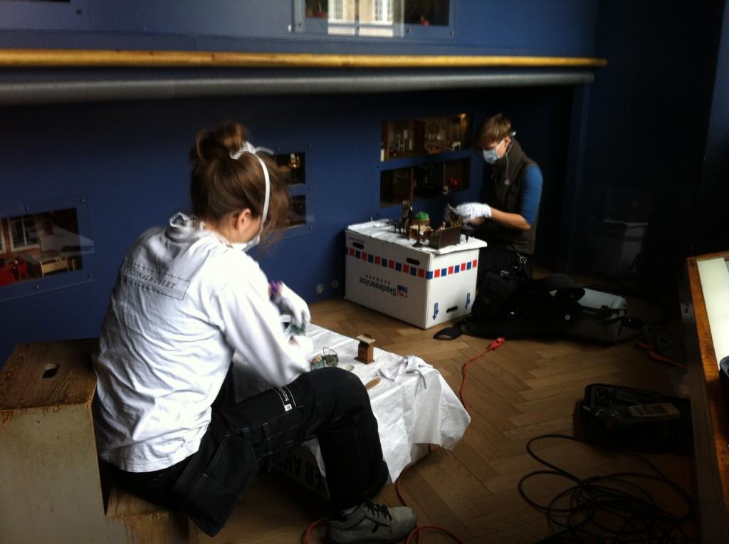 Rengøring af dukkehuse i Prinsens Palæ