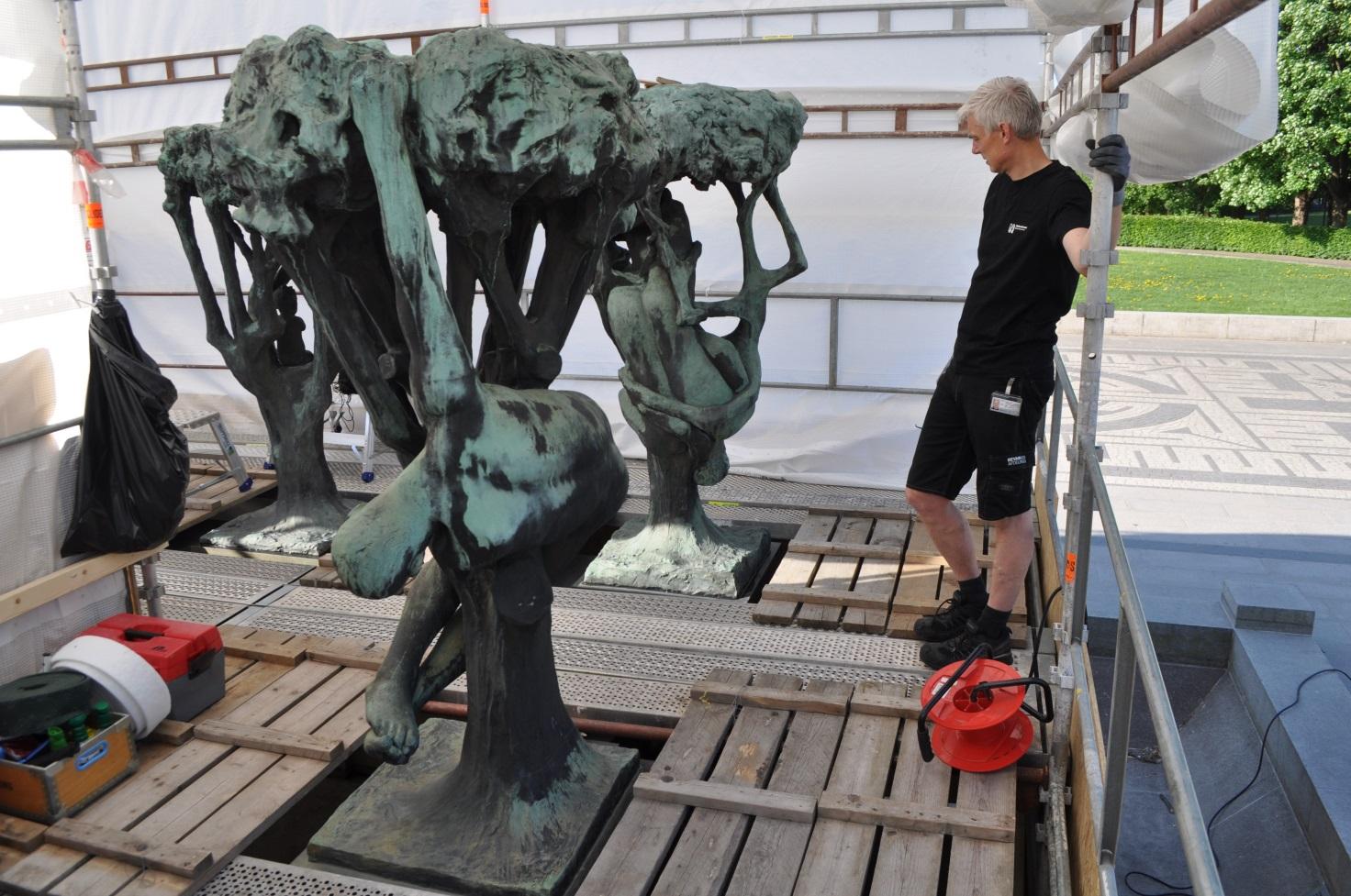 Mandshøje skulpturer i Vigelandsparken i Oslo