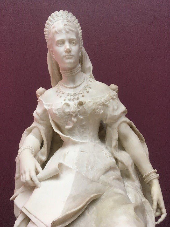 Skulpturen er halvt dampafrenset
