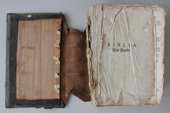 Christian IV bibel før konservering.