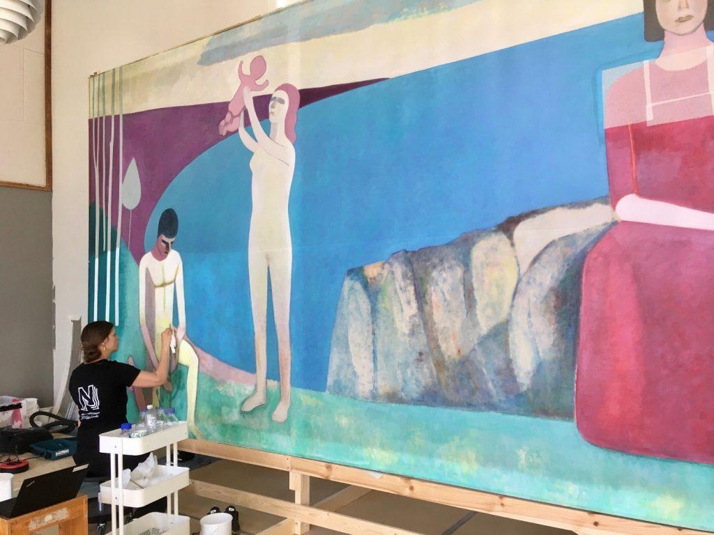 Arbejdsfoto, rensning af den nederste del af maleriet. Foto: Nationalmuseet, Mikala Bagge.